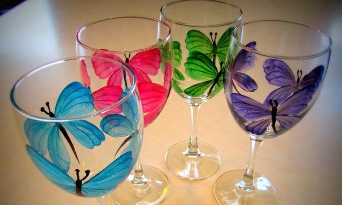 bunte Gläser, vier Schmetterlinge in blauer, rosa, grüne und dunkelblaue Farbe, Glas farben