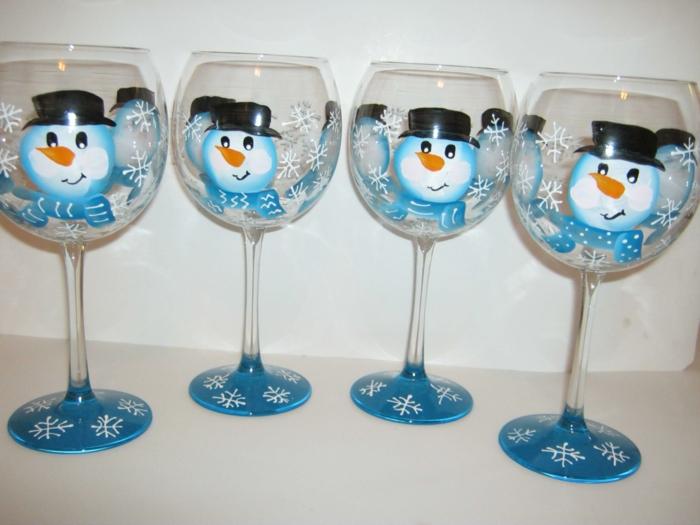 vier Gläser, blaue Schneemänner mit schwarzen Hüte und Schneeflocken, Glas farben
