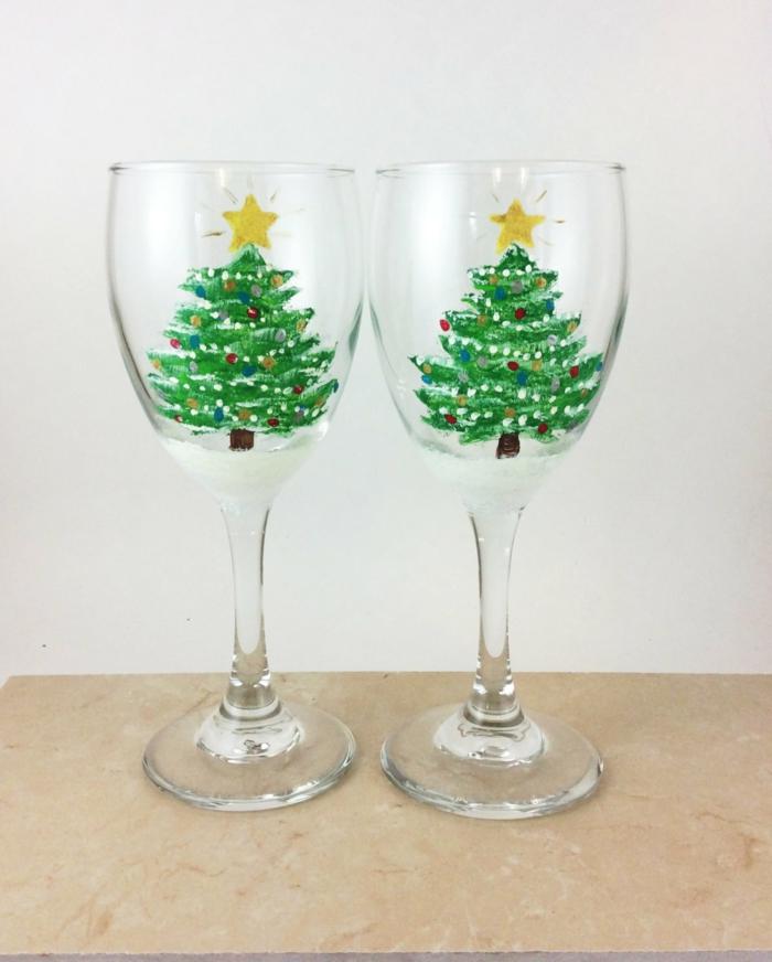 zwei Tannenbäume auf zwei Gläser, leuchtende Sterne, Glas farben zu Weihnachten