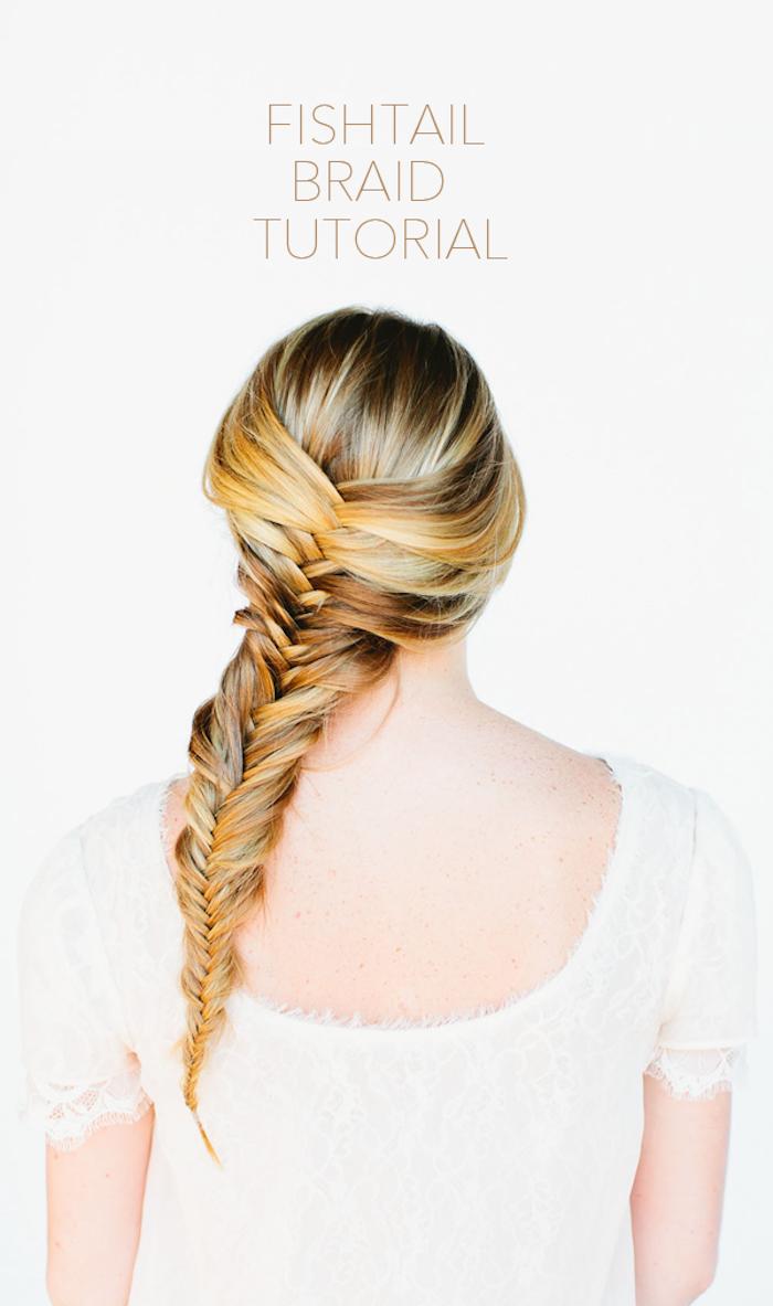einfache flechtfrisuren, blonde strähne, weißes hochzeitskleid mit spirze, brautfrisuren, fishtail