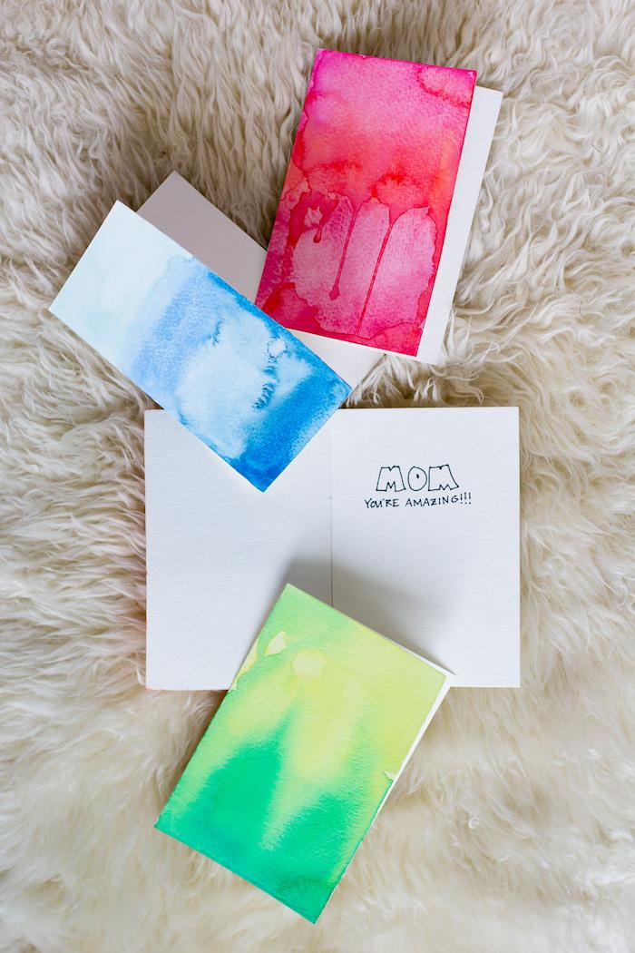 kreative geburtstagskarten basteln, geburtstagskarte für mutter selber machen, papier mit wasserfarben bemalen