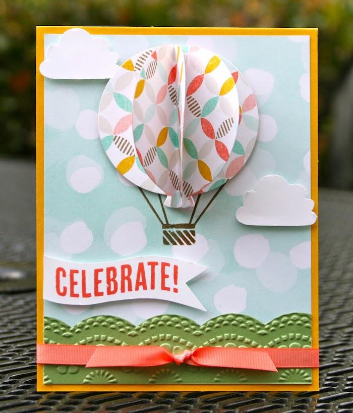karten basteln, selbstgemachte geburtstagskarte mit 3d dekorationen, ballon aus papier mit buntem muster, wolken