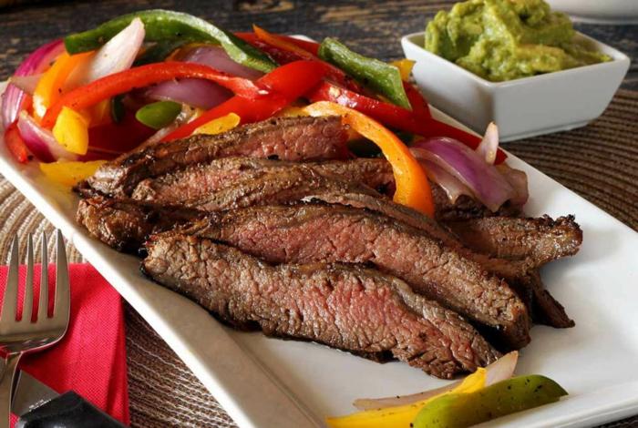 abendessen ideen warm, fleisch mit gemüse ist ein klassiker bei den fitnessrezepten