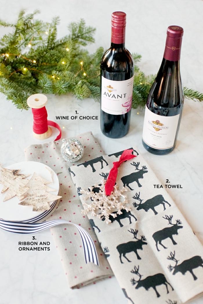 die nützlichen Sachen für ein Projekt zum Flasche als Geschenk verpacken zu Weihnachten