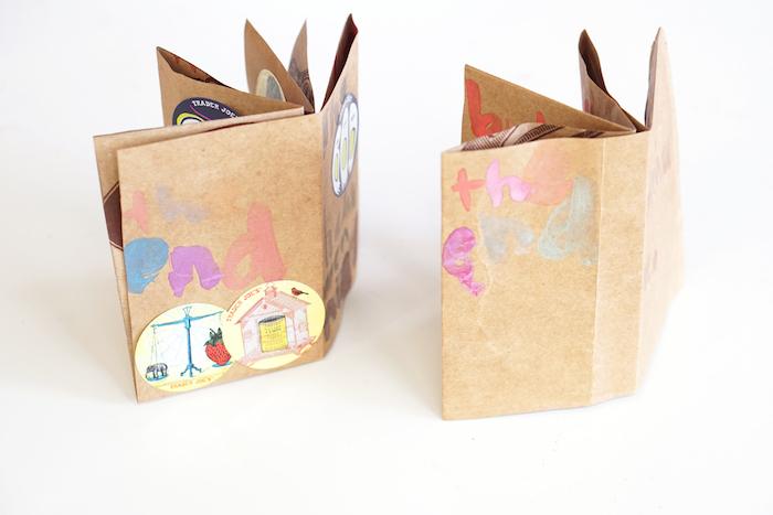 basteln mit kindern, kleine braune bücher aus kleinen braunen alten papiertüten und ein weißer tisch