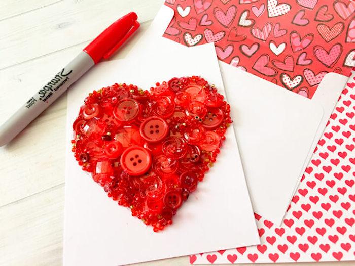 ausgefallene geburtstagskarten selber basteln, roter marker, herz aus knöpfen, diy karte zum geburtstag