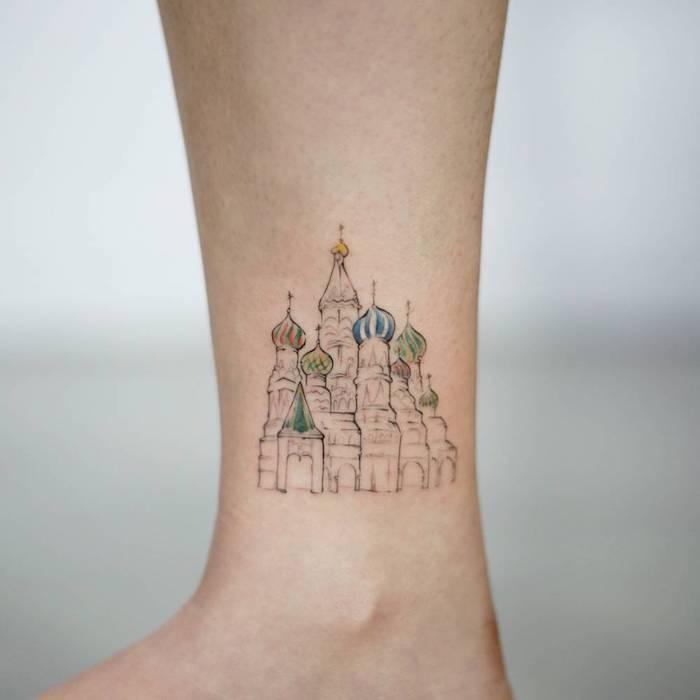 Kleines farbiges Tattoo, Die Basilius - Kathedrale in Moskau, originelle Tattoo Idee