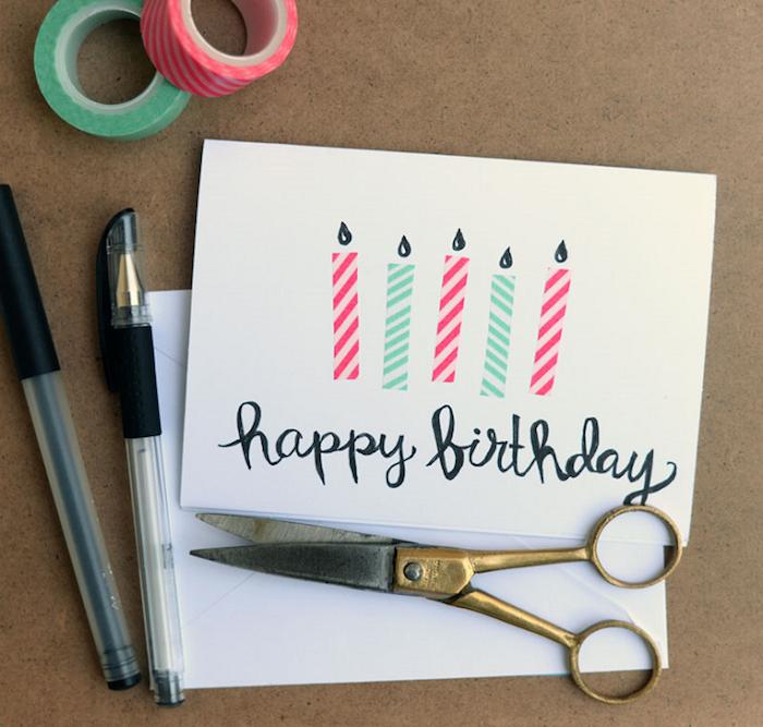 bastelideen für erwachsene geburtstag, kerzen aus bunten washi tapes, schere, schwarze kugelschreiber