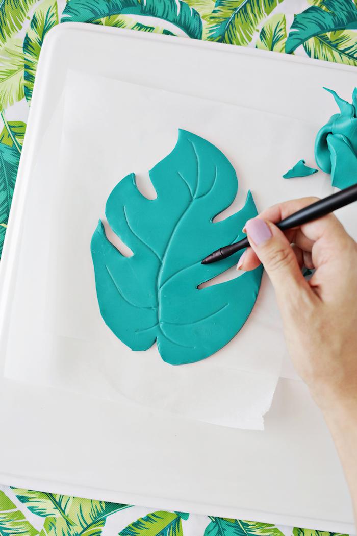 Schale in Form von Blatt selber machen, mit Fimo basteln, DIY Anleitung