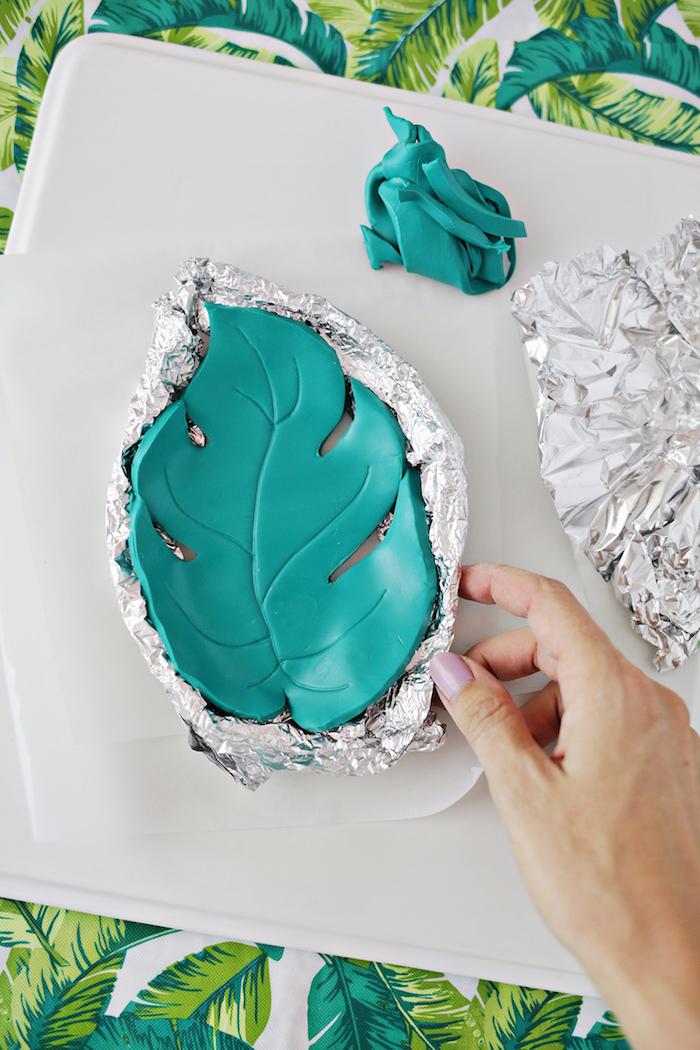Schale in Form von Blatt selber machen, DIY Ideen mit Fimo zum Nachmachen