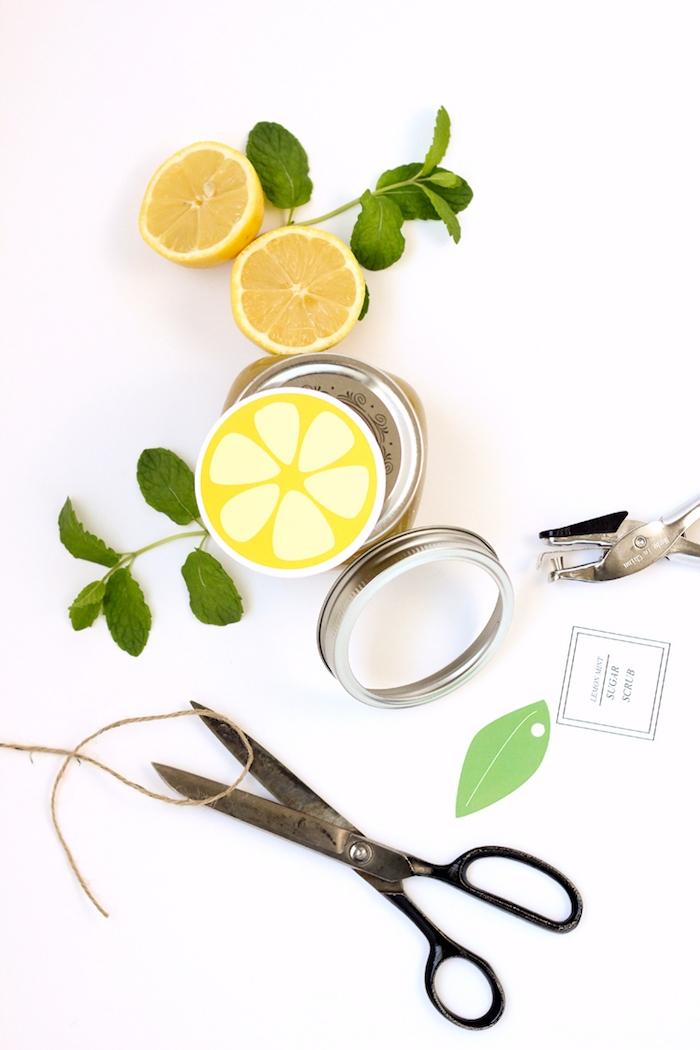 Peeling mit Zitrusfrüchten selbst herstellen, Aufkleber in Form von Zitrone selber ausdrucken