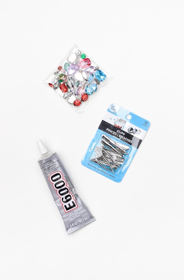 Haarklammer selbst verzieren, alles was Sie dazu brauchen, bunte Kristalle und Bastelkleber