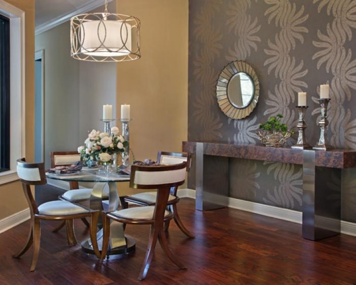 ein runder Tisch, ein runder Spiegel, kleines Esszimmer, Laminat Boden, kleine Wohnung einrichten