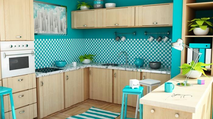 blaue Wände, karrierte Wandgestaltung Küche, Möbel aus hellem Holz, blauer Teppich