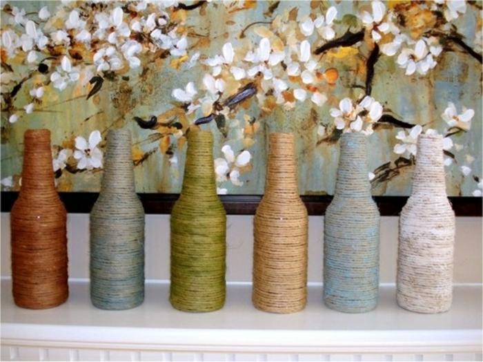 sechs Flaschen in verschiedenen Farben mit Sein hergestellt, schlaue Flascheverpackung