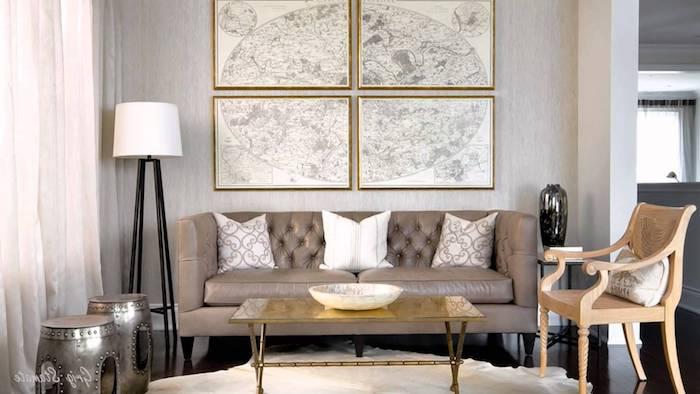schlafzimmer gemütlich gestalten, erholungsecke im raum, sofa in beige mit weißen dekokissen, stehlampe, silberne deko