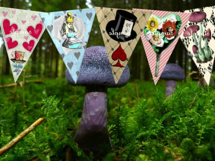 geburtstagsdeko kinder, kleine flaggen in dreieck form mit bunten dekorationen, alice motive im garten