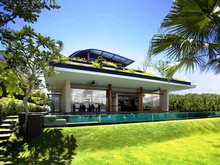 deko ideen garten, grüner gras, modernes haus, natur, schwimmbad mit wänden aus glas