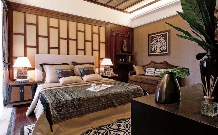 schlafzimmer gemütlich gestalten, gemütliches zimmer mit doppelbett, sofa, grüne pflanzen, wandgestaltung