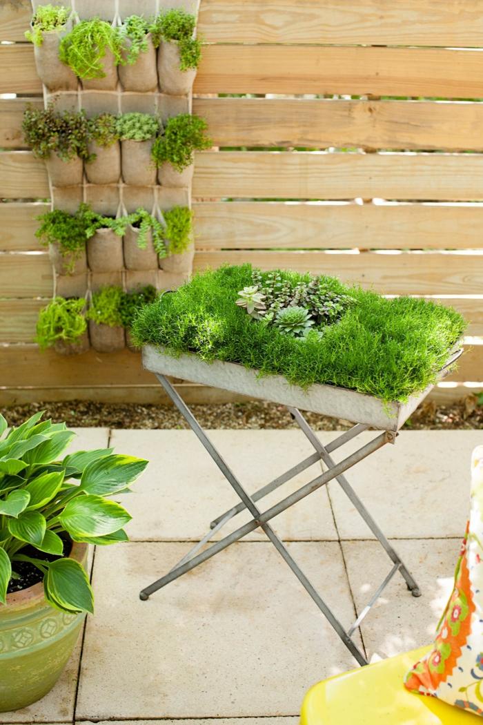 ein vertikaler Garten selber machen, auch ein Hochbeet selber machen, Garten gestalten mit wenig Geld