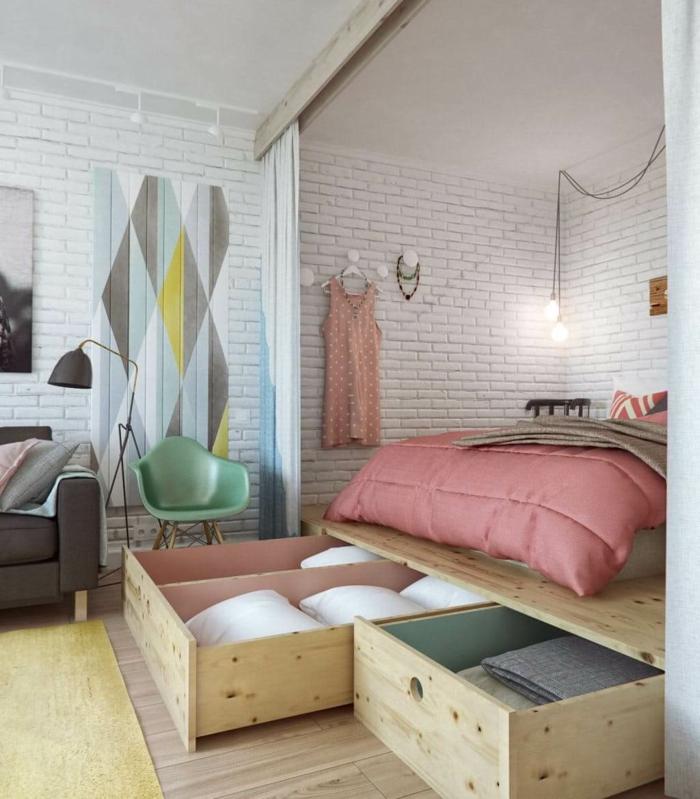 weiße Wände mit Backstein Optik Wänden, Einzimmerwohnung einrichten, hoch gestelltes Bett