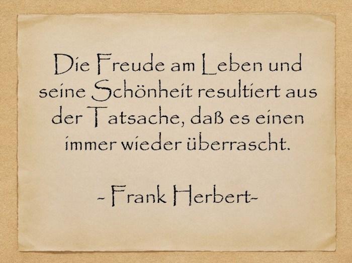ein zitat von frank herbert, geburtstagswünsche bilder, ein bild mit einem alten gelben blatt papier mit einem geburtstagswunsch