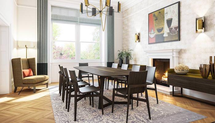 ein brauner tisch aus holz und stühle, ein zimmer einrichten, ein wohnzimmer mit einem boden aus holz und weißen wänden und einem großen fenster und gelben lampen