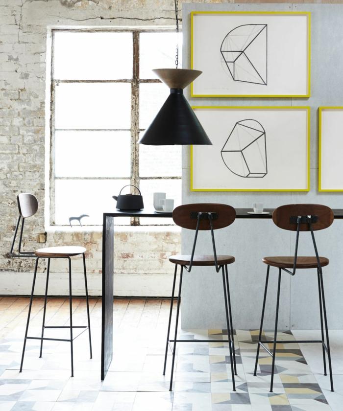 ein minimalistisches Esszimmer, kleine schöne Bilder, ein Boden mit Fliesen, kleine Wohnung einrichten