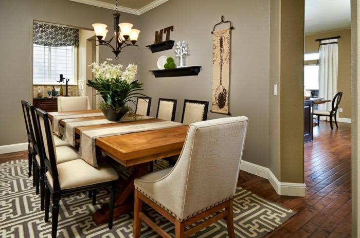 eine kleine Wonnung einrichten, Eszimmer mit Sitzplätze für Gäste, Dekoration an den Wänden
