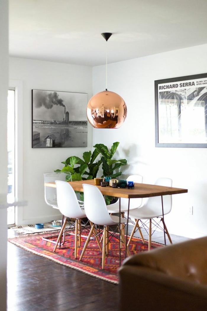 ein Perserteppich, ein schlichtes Zimmer, Zimmerpflanzen als Dekoration, kunstvolle Bilder, kleine Wohnung einrichten