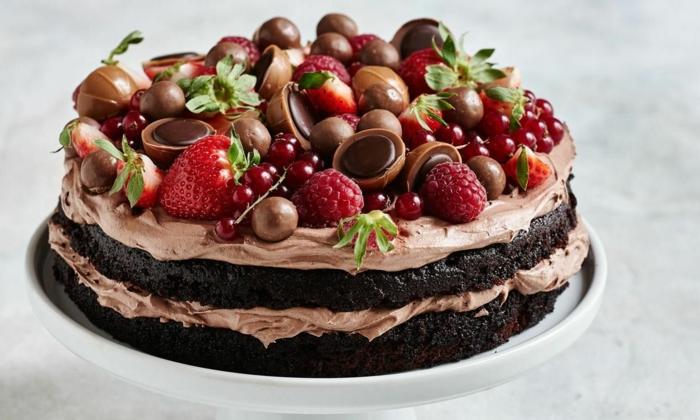 ein bildschöner Kuchen, Toffifee Torte Rezepte mit Erdbeeren, Himbeeren und Sauerkirschen
