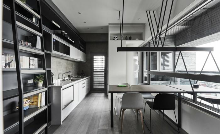 hellgraue Wand, eine Küche mit komplete graue Gestaltung und schwarze und weiße Akzente