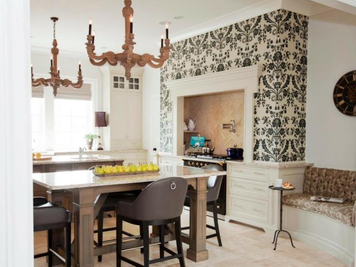 eine kleine Küche einrichten, schwarz weiße Wanddeko, Küchenwand gestalten