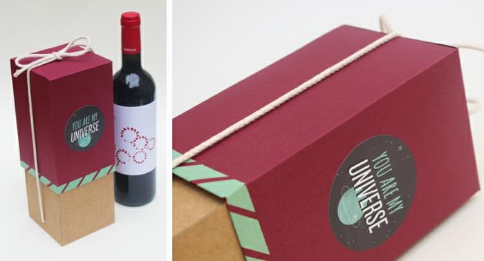 schaue Weise, wie Sie Weinflasche verpacken zum Valentinstag in roter Verpackung