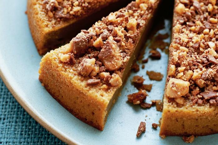 Toffifee Torte einfach himmlisch, ein leckeres Rezept für braunen Kuchen, Krümel als Dekoration