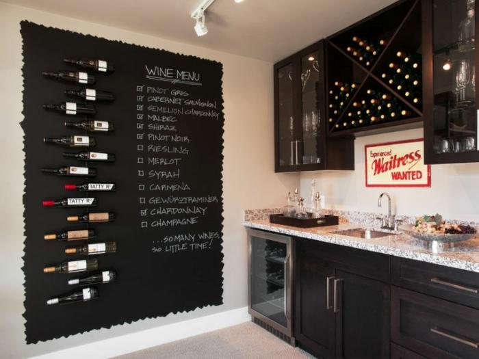 Wein Trinkkarte, Tafelfarbe in der Küche, Flaschen horizontal befestigt, Wanddekoration Ideen