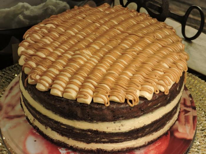 schnelle Geburtstagstorte mit Toffifee Creme, eine Mischung aus Karamell, Hazelnuss und Schokolade
