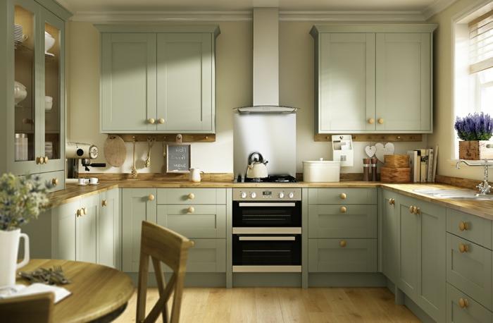 eine gemütliche Küche mit symmetrische Gestaltung, Wand Deko, Laminat Boden