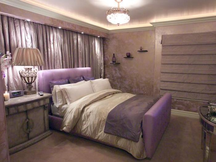 schlafzimmer gemütlich gestalten, beige, lila, violett, vorhänge, gelb, beleuchtung, helles zimmer