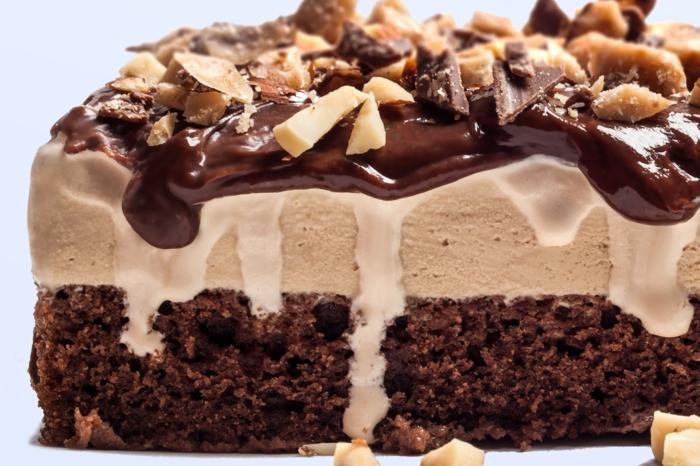 eine wunderbare Eistorte mit Schokoladen und Vanilla Eis und Toffifee Stückchen, Toffifee Kuchen