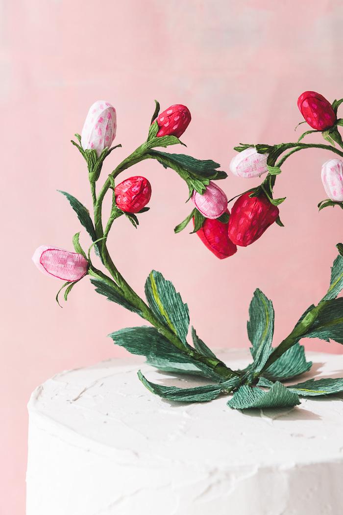 Erdbeeren aus Papier basteln, Herz gestalten, Torte mit Sahne dekorieren
