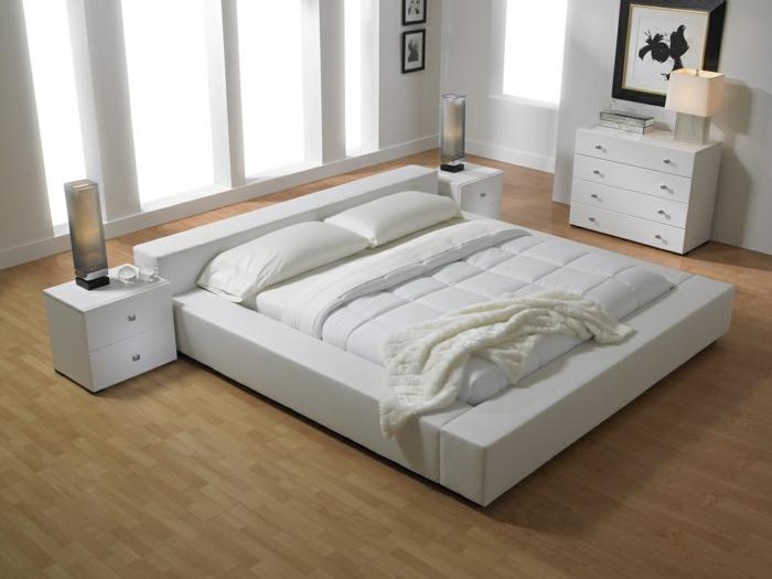 schlafzimmer farben, beiger boden, weißes bett, bettdecke, bettwäsche, lampe, design, wandbild