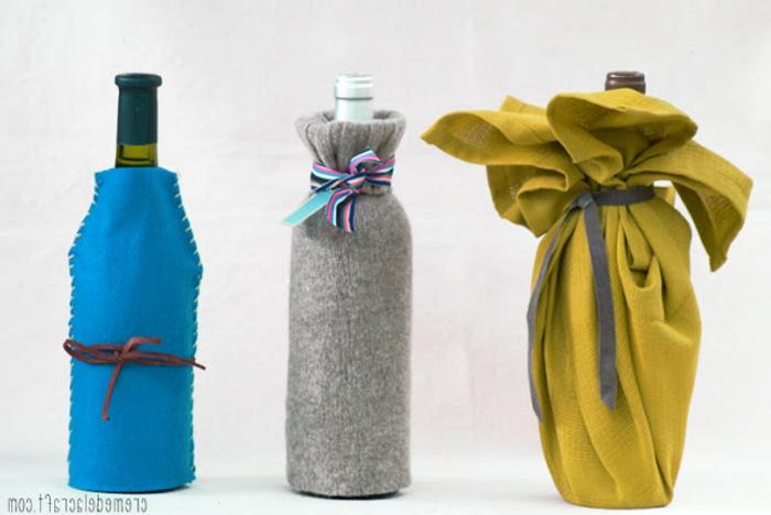drei Flaschen aus Stoffstück, Ärmel und Tuch, Flasche einpacken mit Schleifen