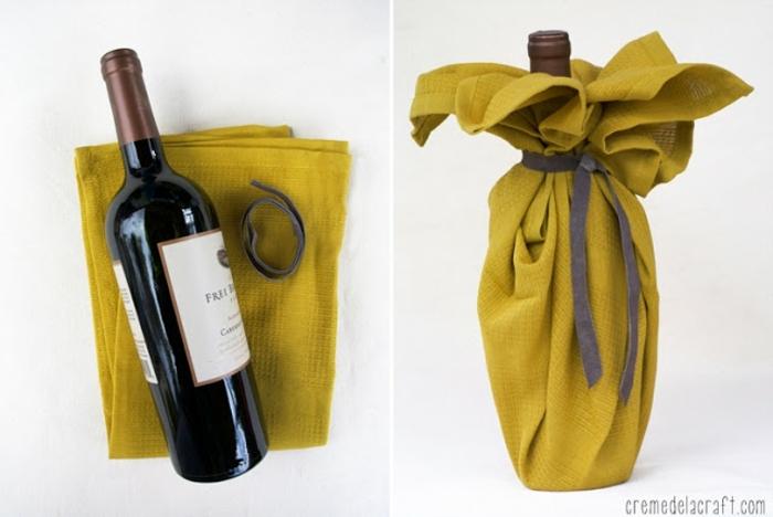 gelbes Tuch und graue Schleife, Flasche einpacken, eine schöne Verpackung
