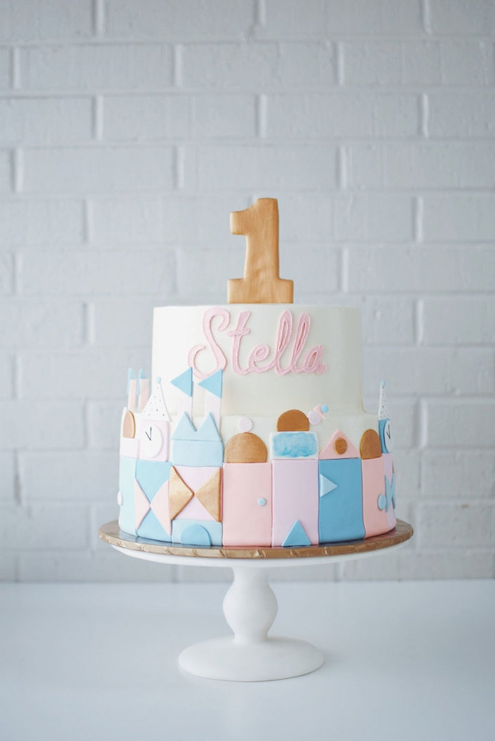 Torte zum ersten Geburtstag für Mädchen, Schnuller und Name, zweistöckige Torte