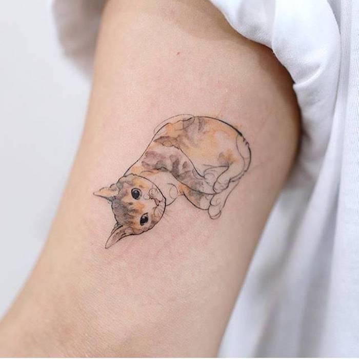 Süßes Tattoo Motiv Katze, Tattoo Ideen für Frauen, Bein Tätoweierungen