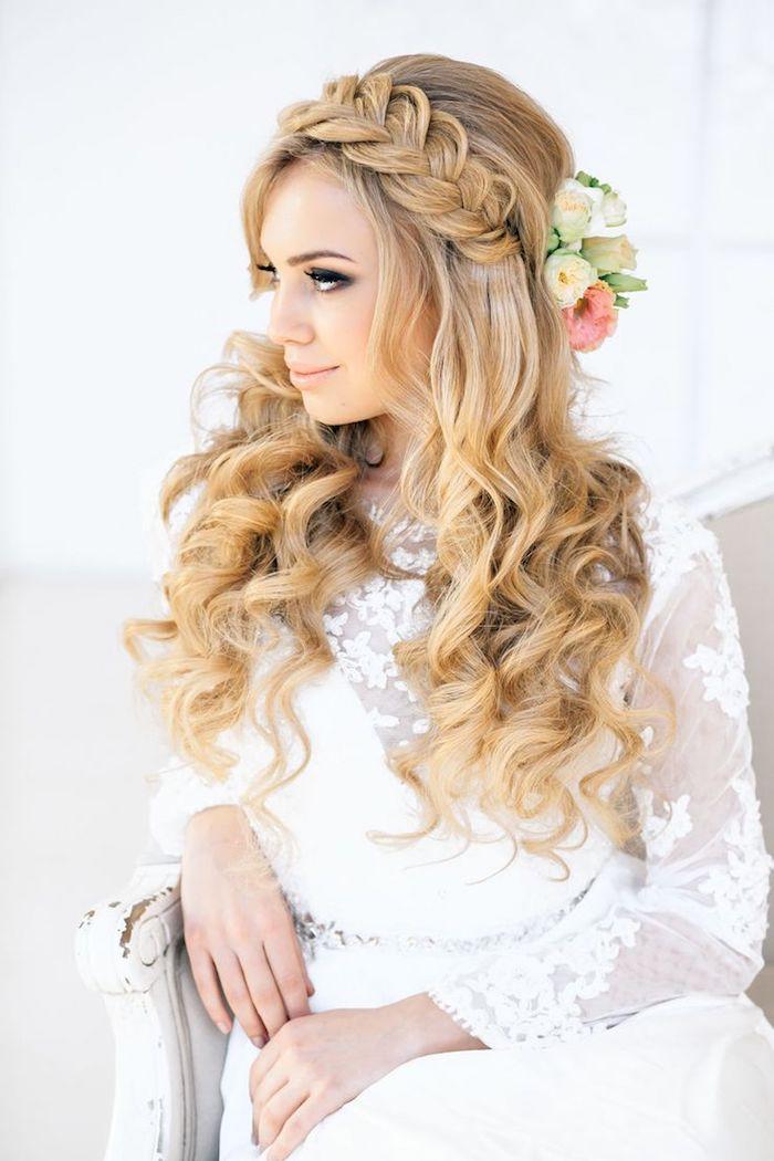 Hochzeit Frisuren Mit Naturlocken Haarschnitte Beliebt In Europa