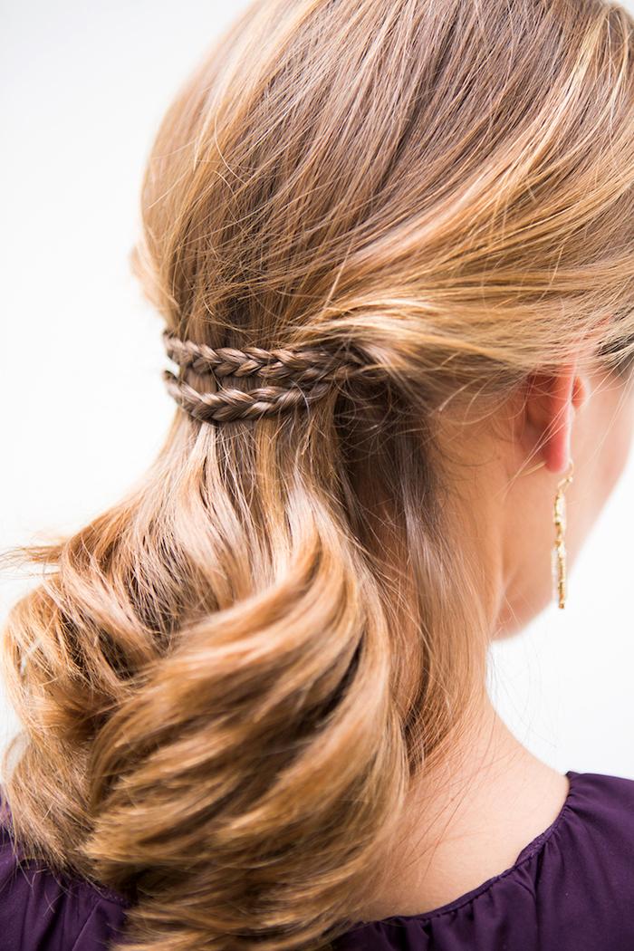frisuren mit locken, einfache abendfrisur für schulterllange haare, kleine zöpfe flechten, damenfrisuren