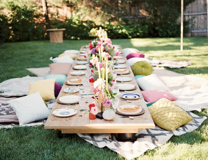 tischdekoration geburtstag eine exotische idee zum inspirieren, exotik, orientalische gestaltung, bodenkissen, tisch auf dem grass, verbindung mit der natur