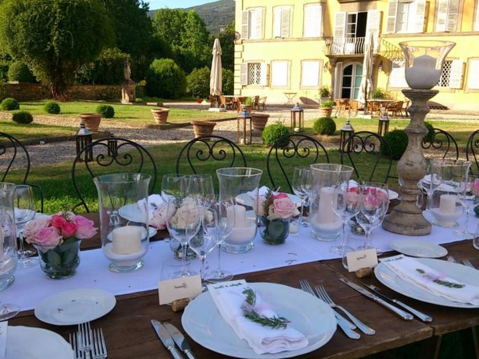 party deko geburtstag elegant, auserlesene party für prominente gäste, kerzen, rosen, tischgestaltung